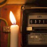 Cosa succede se si paga la bolletta della luce in ritardo?